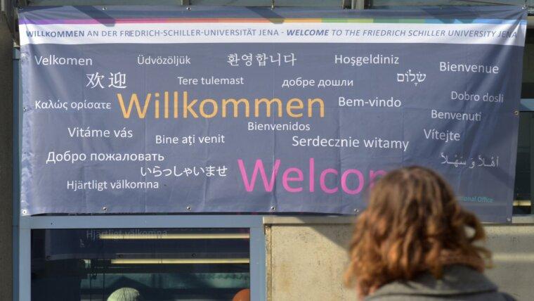 """""""Willkommen"""" in unterschiedlichen Sprachen"""